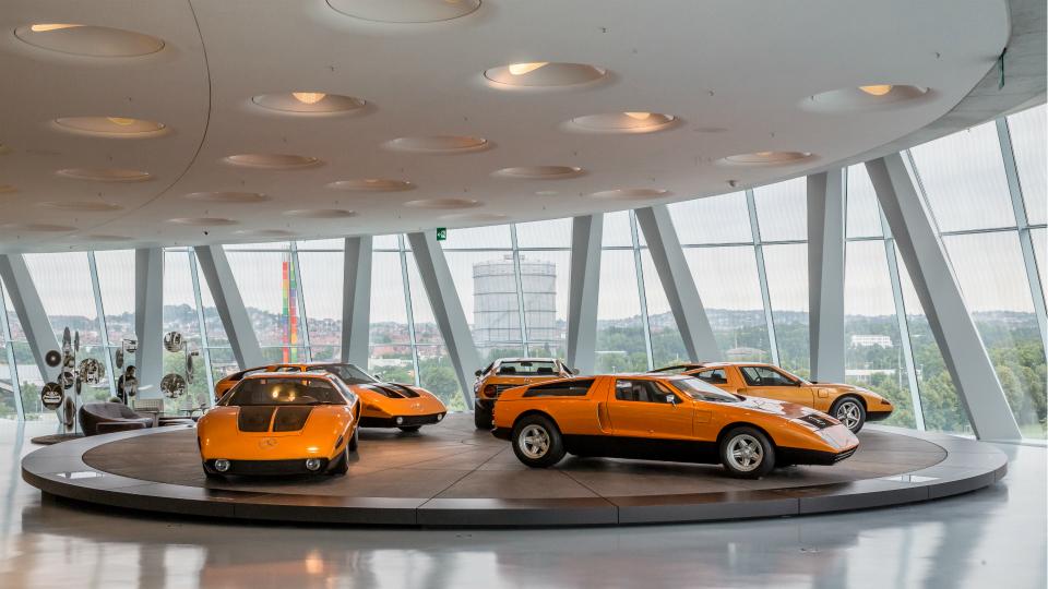 Музей «Мерседеса» предложил сотрудникам BMW бесплатный обед