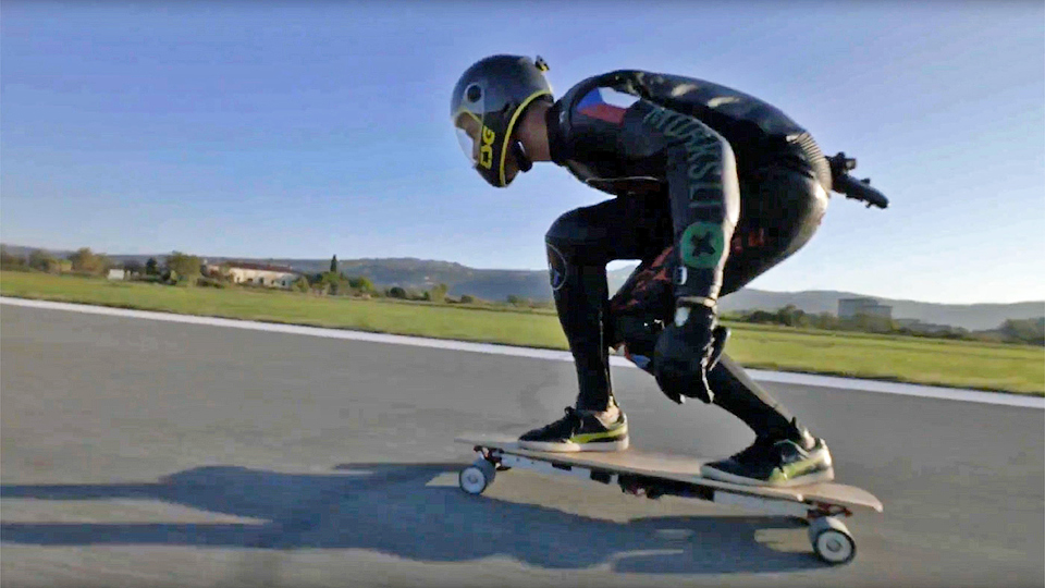 Скейтбордист установил мировой рекорд скорости на электродоске