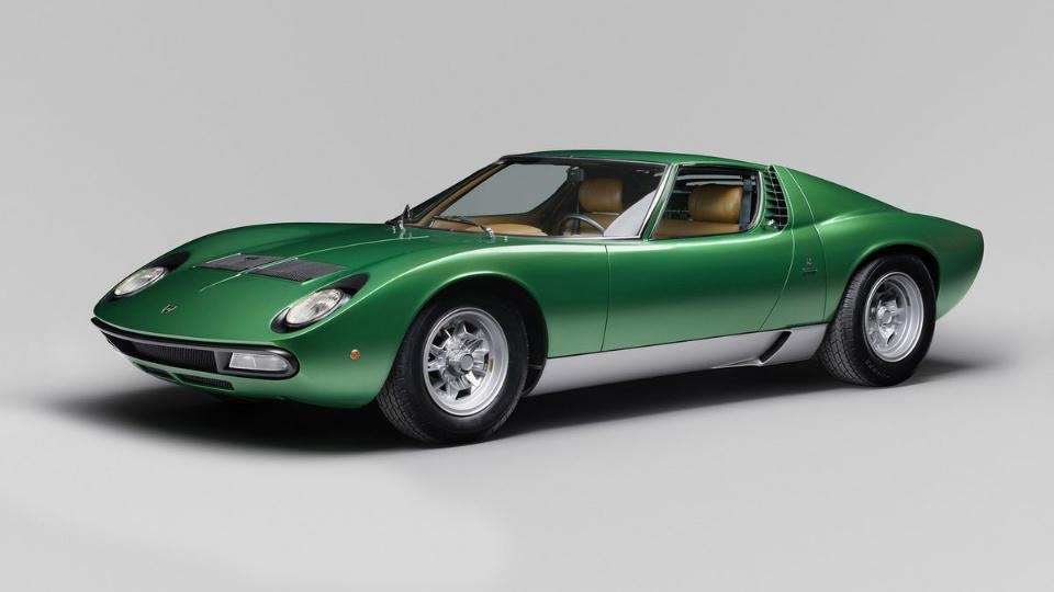 Итальянцы полностью восстановили спорткар 45-летней давности