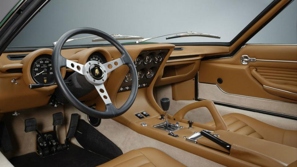 Итальянцы полностью восстановили спорткар 45-летней давности. Фото 2