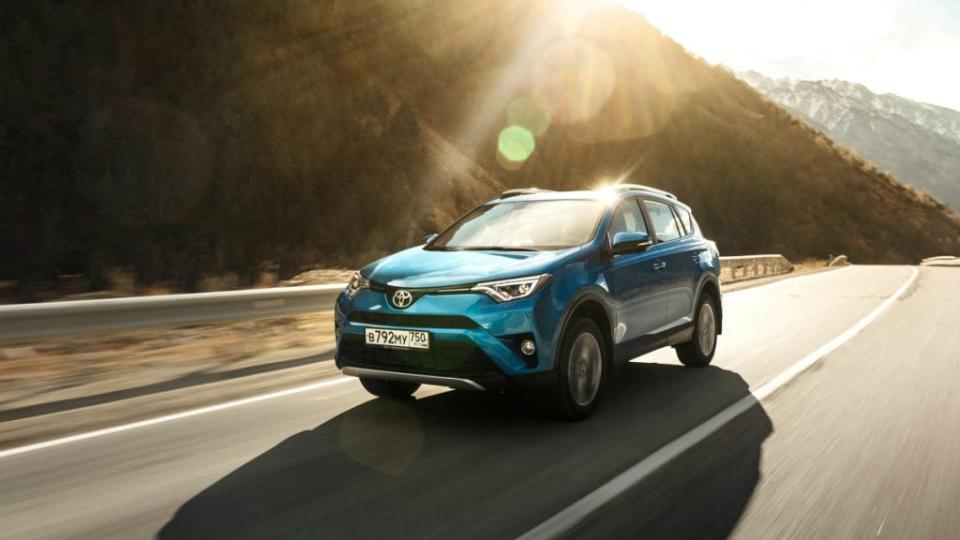 Toyota определилась со сроками начала выпуска RAV4 в России