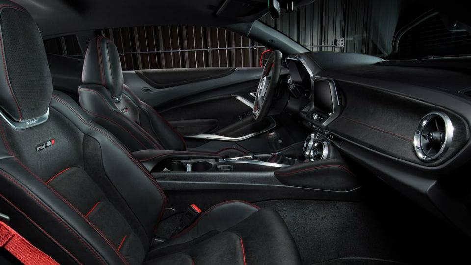 Купе Camaro ZL1 оснастили 6,2-литровым V8 и десятиступенчатым «автоматом». Фото 2
