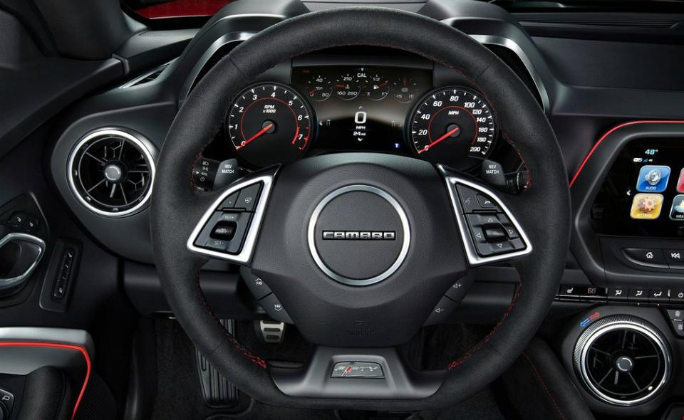 Купе Camaro ZL1 оснастили 6,2-литровым V8 и десятиступенчатым «автоматом». Фото 3