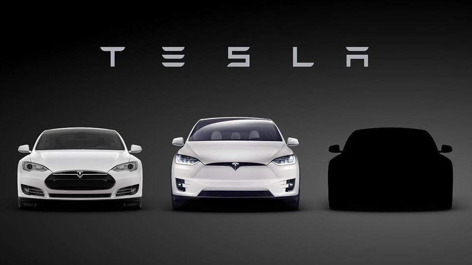 «Тесла» показала силуэт доступного электрокара