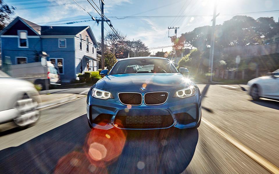 Что получится, если взять BMW M4 и отсечь все лишнее? Лучшая «эмка» десятилетия — BMW М2. Фото 3
