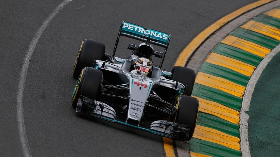 Первую поул-позицию нового сезона Формулы-1 выиграл Хэмилтон