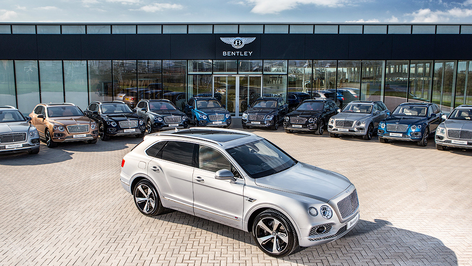 Bentley Bentayga передали первым владельцам