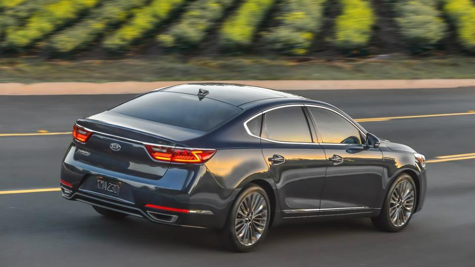 Корейцы представили седан второго поколения для авторынка США