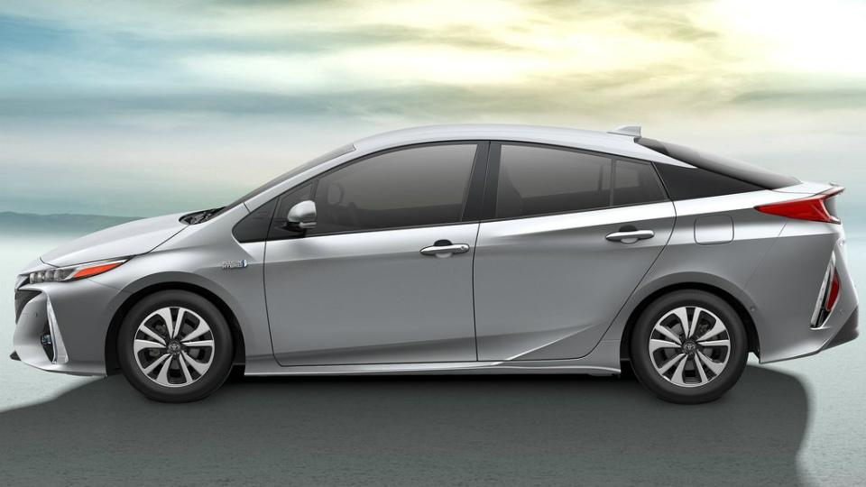 Toyota Prius Prime будет тратить 1,4 литра бензина на сто километров. Фото 1