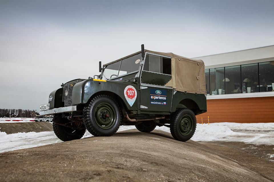 Не прощаемся с бессмертным Land Rover Defender  . Фото 1