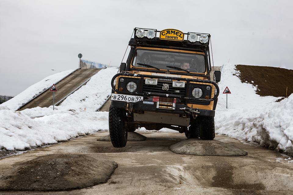 Не прощаемся с бессмертным Land Rover Defender  . Фото 4