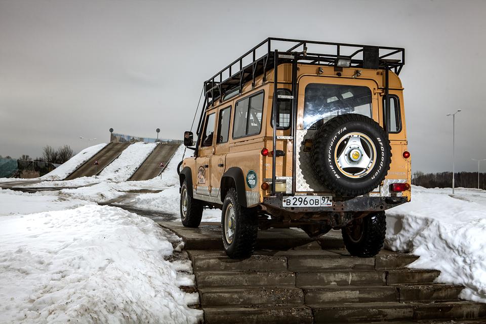 Не прощаемся с бессмертным Land Rover Defender  . Фото 6