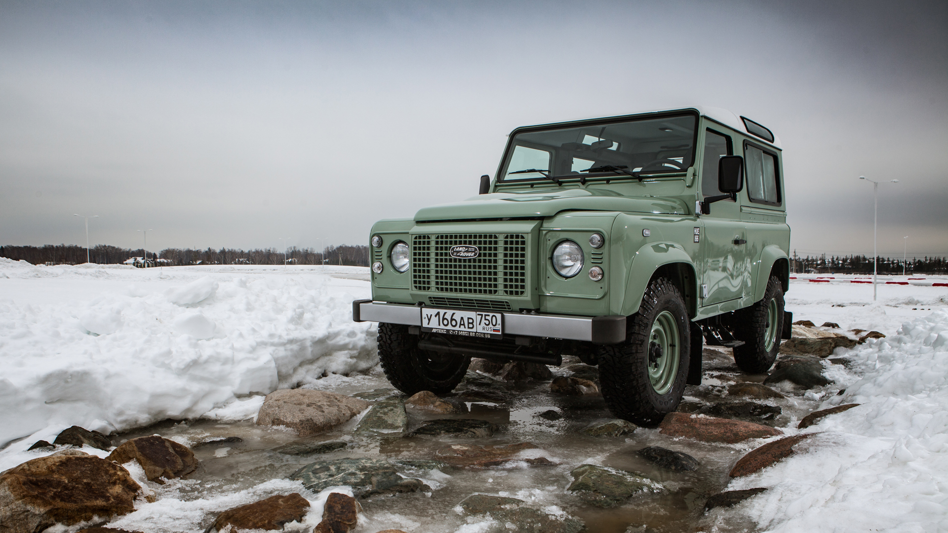 Не прощаемся с бессмертным Land Rover Defender  . Фото 9