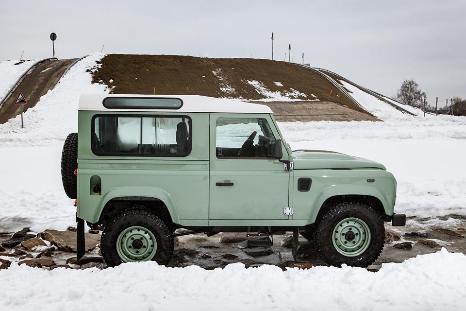 Не прощаемся с бессмертным Land Rover Defender  . Фото 10