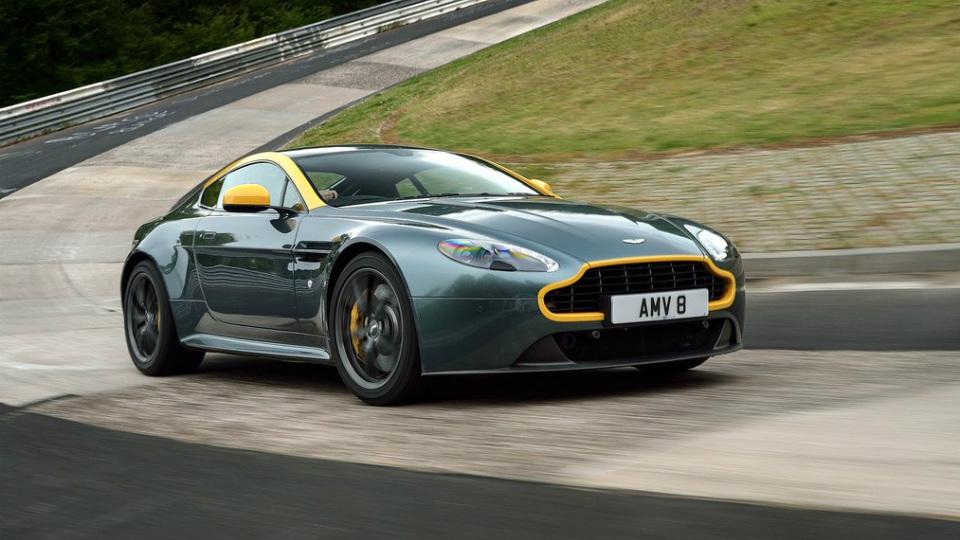 Aston Martin оставит своим спорткарам механические коробки