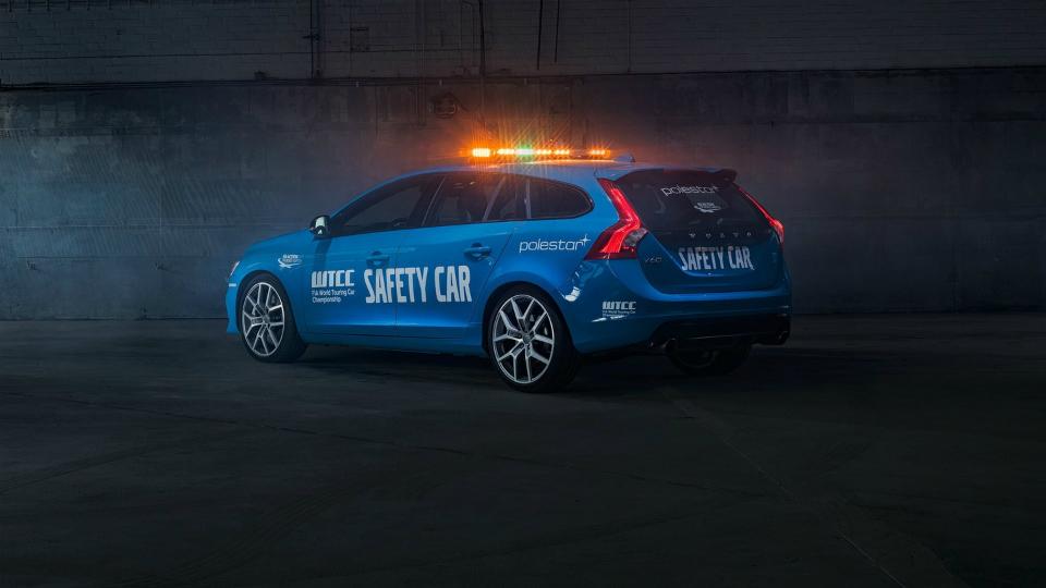 «Заряженный» универсал Volvo V60 Polestar превратили в пейс-кар для WTCC
