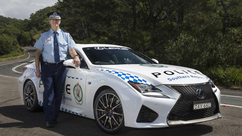 Автопарк австралийской полиции пополнил спорткар Lexus RC F