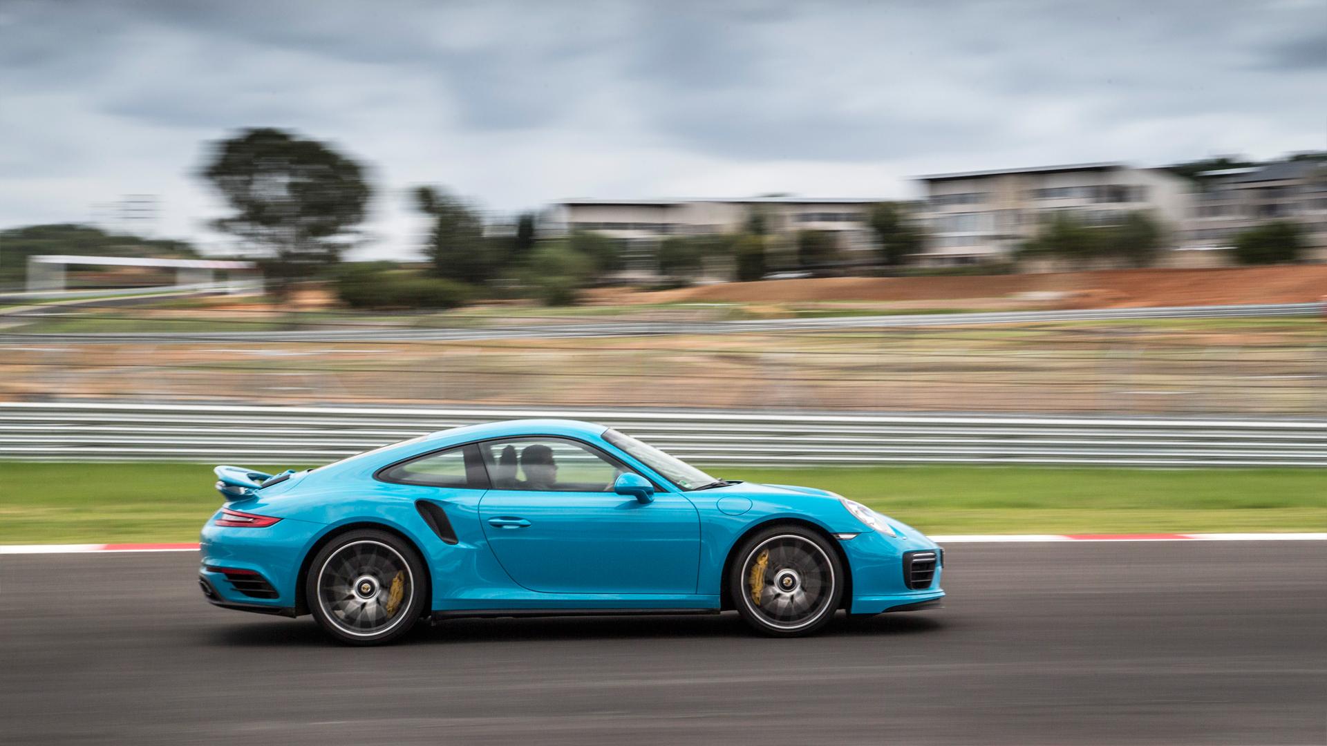 Обман законов физики и плата за совершенство: тест обновленного Porsche 911 Turbo S. Фото 2