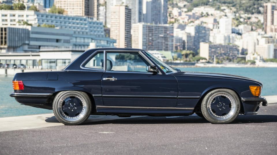 Родстер SL 1986 года выпуска с мотором от AMG выставили на аукцион