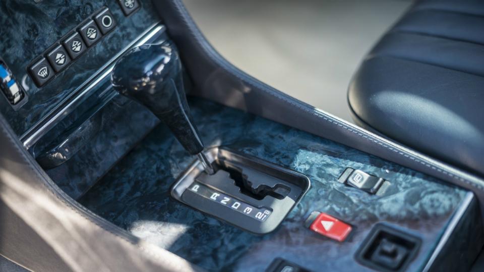 Родстер SL 1986 года выпуска с мотором от AMG выставили на аукцион. Фото 1