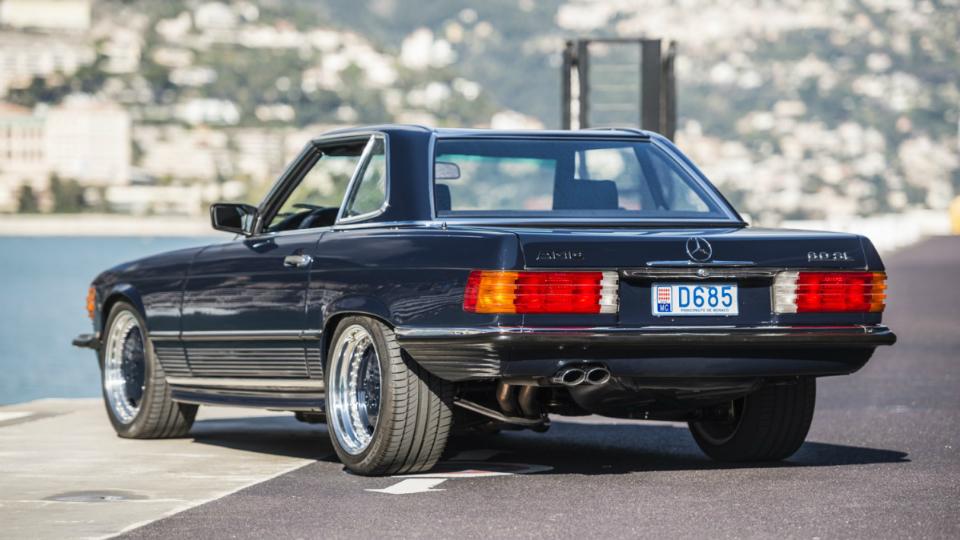 Родстер SL 1986 года выпуска с мотором от AMG выставили на аукцион. Фото 2