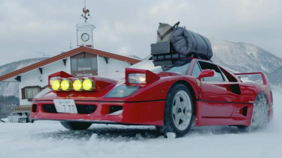 Японец отправился дрифтить в горы с палаткой на крыше Ferrari F40
