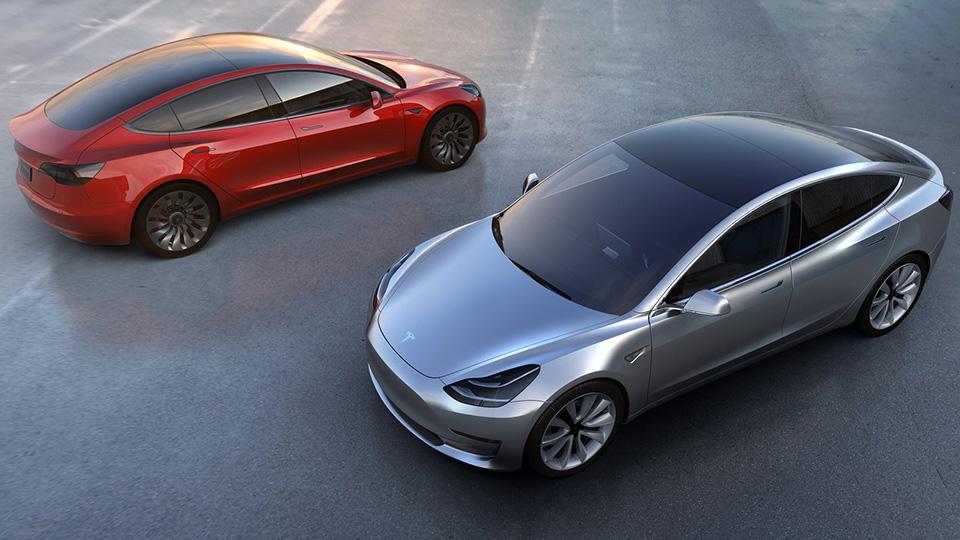Самая доступная модель Tesla предлагается с задним или полным приводом