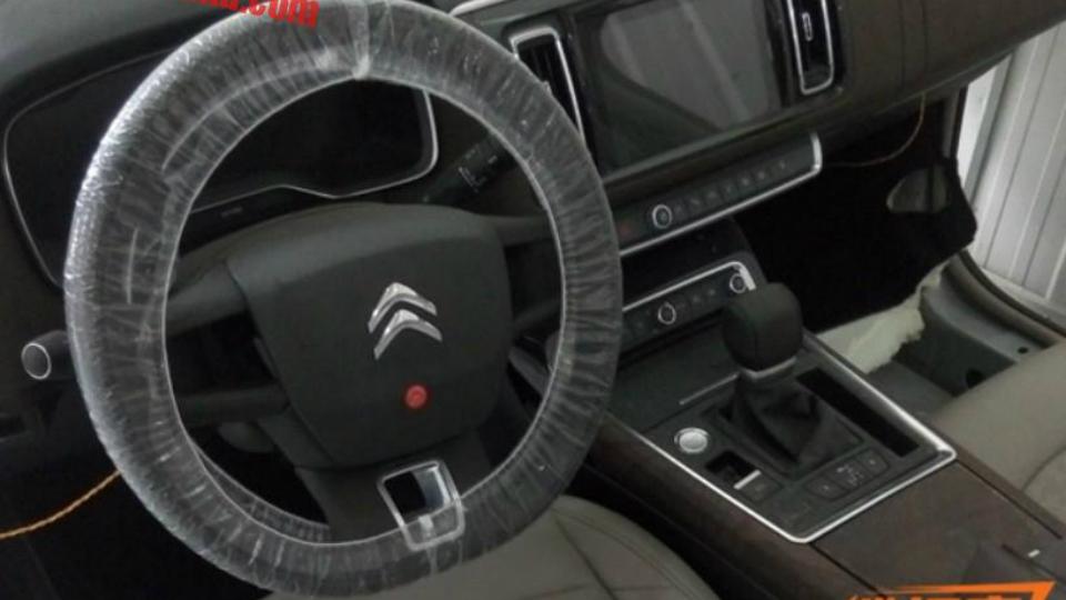 Шпионы сфотографировали интерьер возрожденного Citroen C6