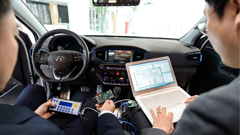 Марка Hyundai анонсировала «умную машину» вслед за Toyota
