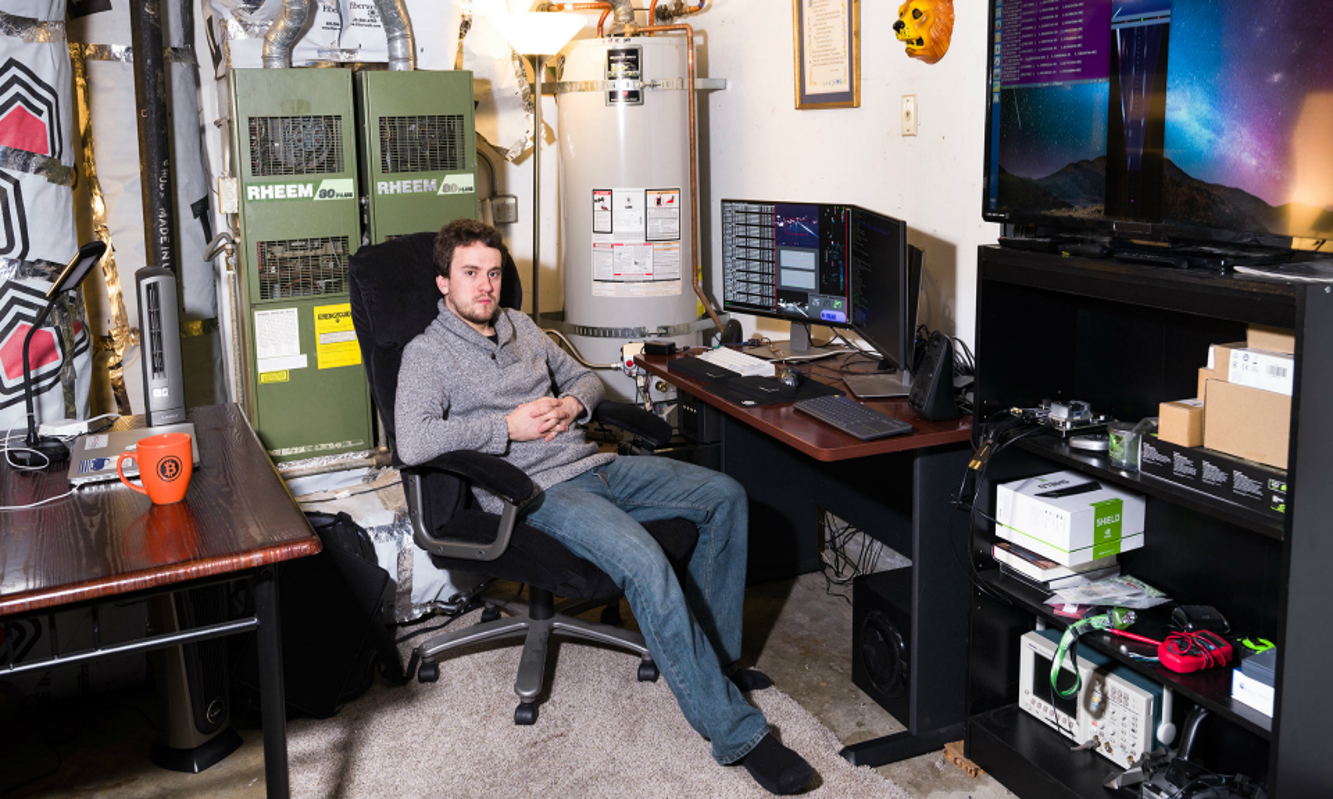 Хакер Geohot собрал Acura ILX с автопилотом в своем гараже
