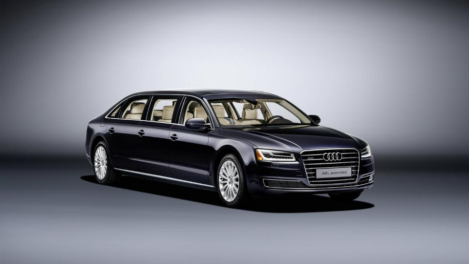 Audi A8 превратили в шестидверный лимузин