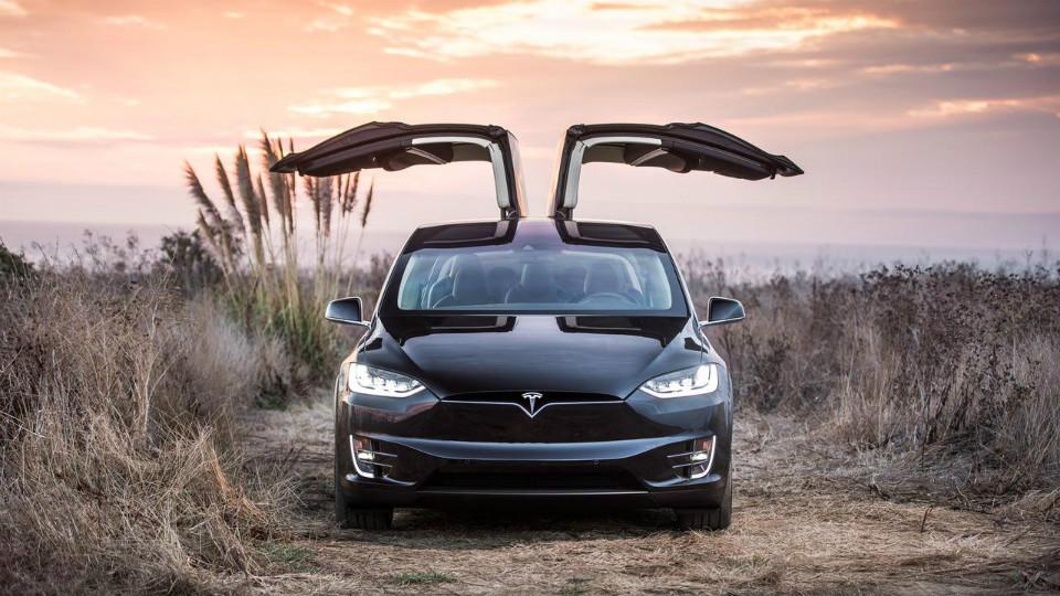 Базовому кроссоверу Tesla Model X увеличили запас хода