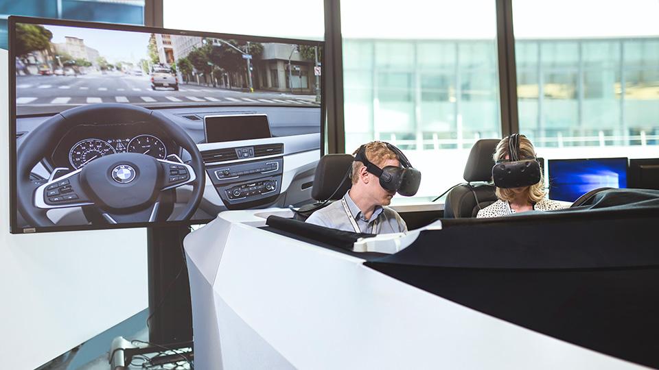 Инженеры BMW получили шлемы виртуальной реальности HTC. Фото 1