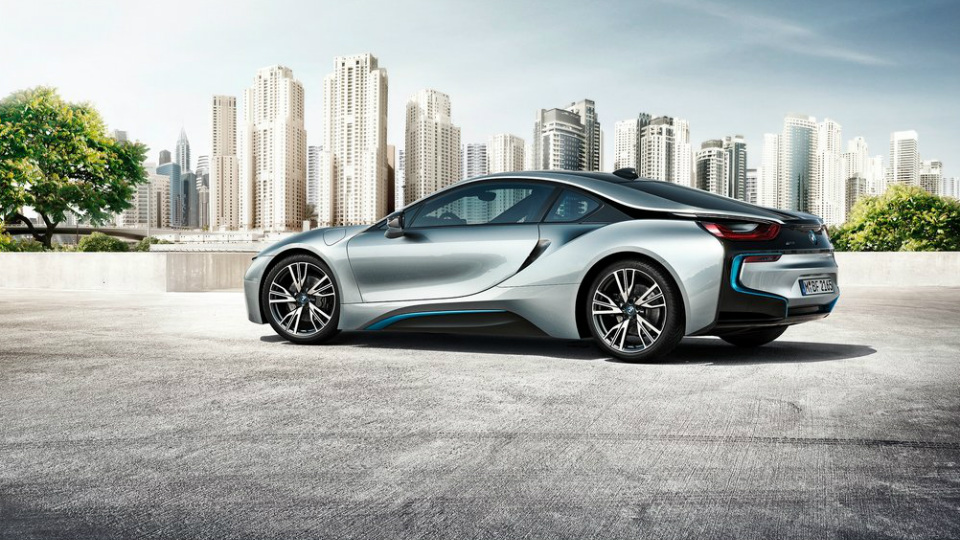 Мировые продажи экоавтомобилей BMW сократились на четверть