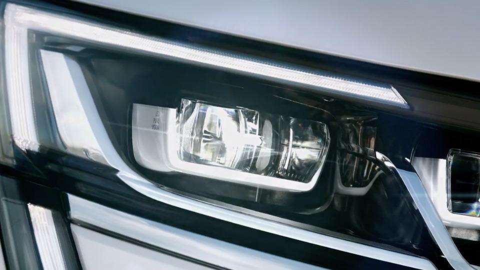 Компания Renault показала фары большого вседорожника
