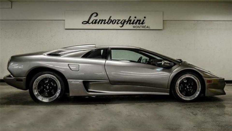 В Канаде выставили на продажу Lamborghini Diablo SV без пробега