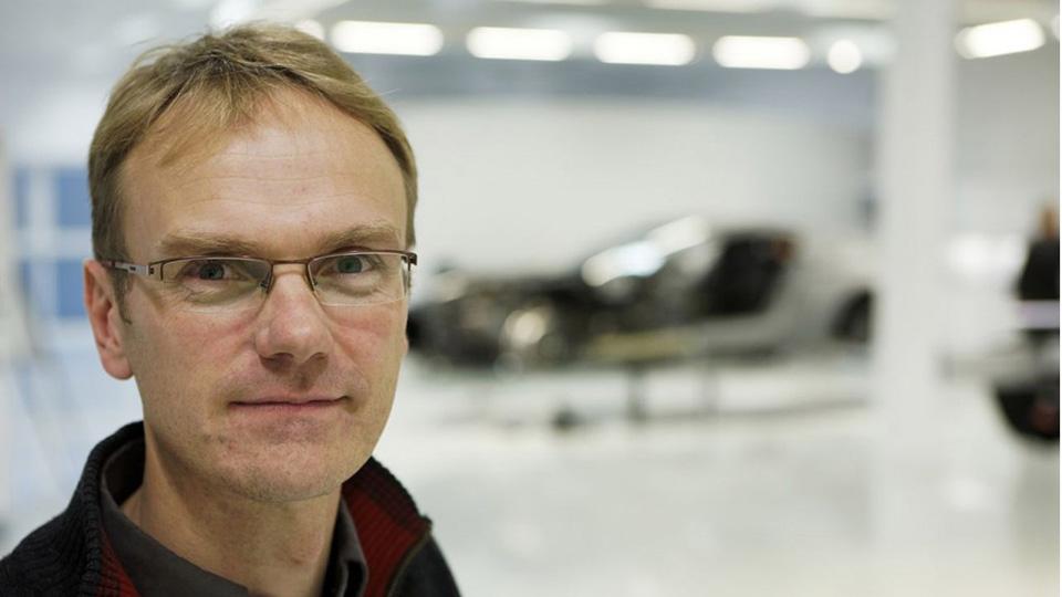Разработкой машин Apple займется бывший топ-менеджер Tesla и Aston Martin