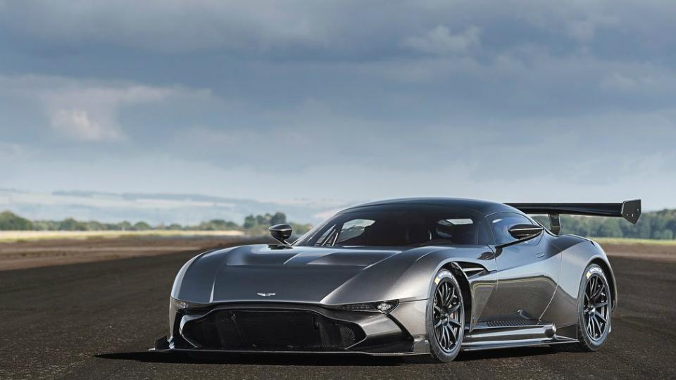 Экстремальный суперкар Aston Martin приспособят к общим дорогам
