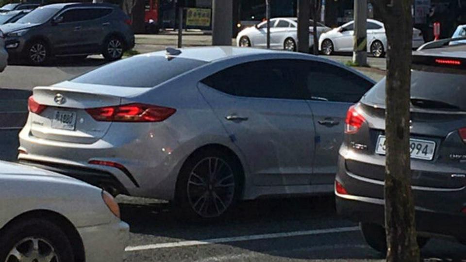 Hyundai Elantra Sport оснастят 200-сильной «турбочетверкой». Фото 1