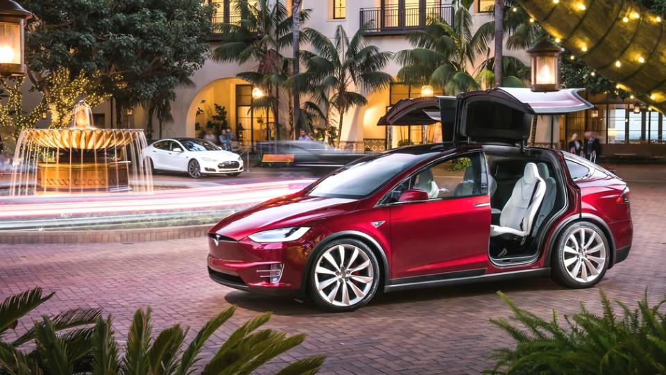 «Тесла» займется автономным общественным транспортом
