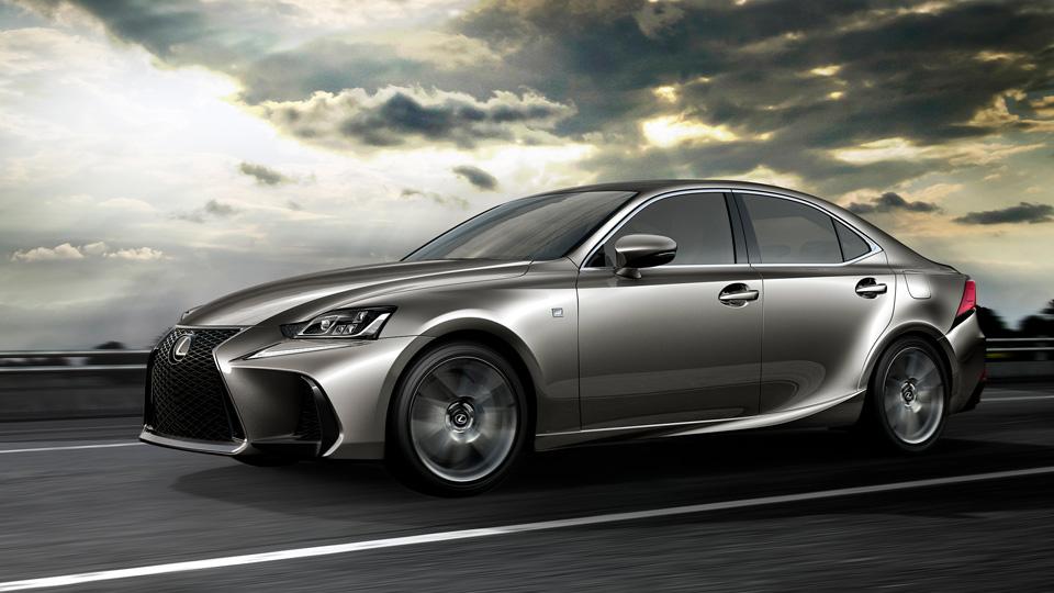 Lexus изменил внешность седана IS