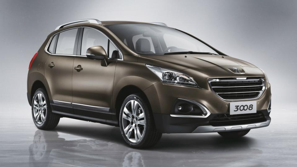Для китайской версии модели доработали переднюю часть кузова