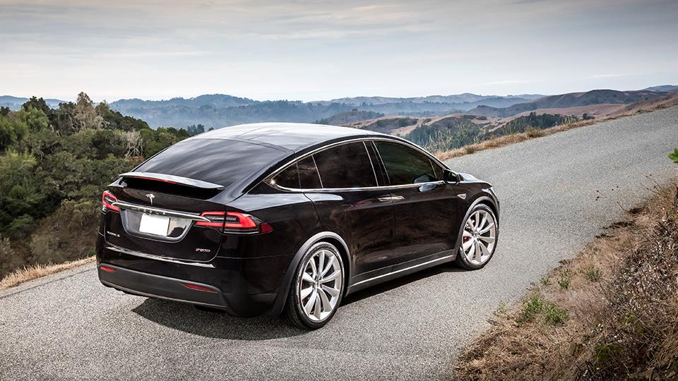 Компания Tesla открыла в Европе 150 новых станций зарядки электрокаров