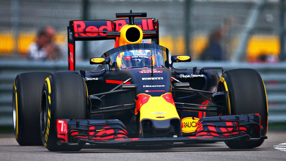 Red Bull вывел на трассу в Сочи болид с защитным экраном
