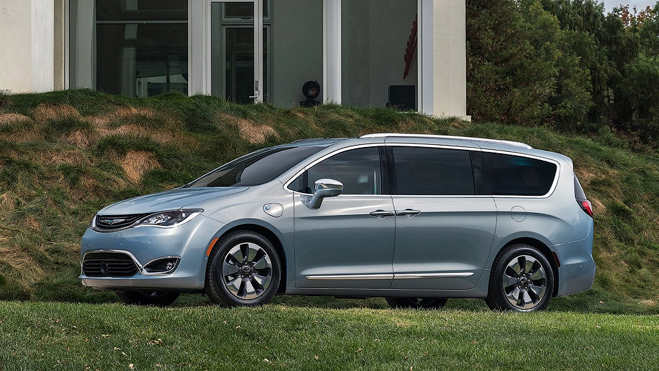 Модели Fiat и Chrysler оснастят автопилотами Google
