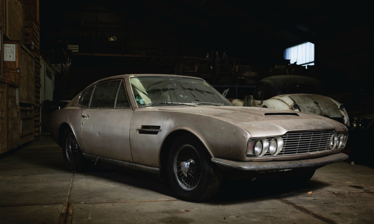 Простоявший 30 лет в гараже Aston Martin выставили на аукцион