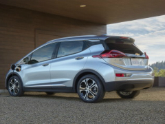 General Motors и сервис Lyft создадут службу такси с автопилотами