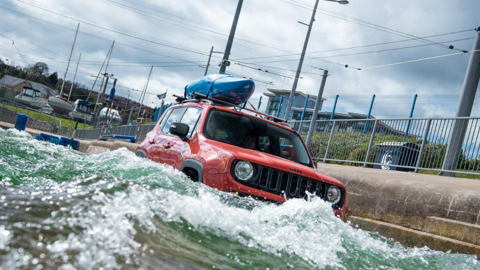 Jeep Renegade принял участие в «рафтинге»