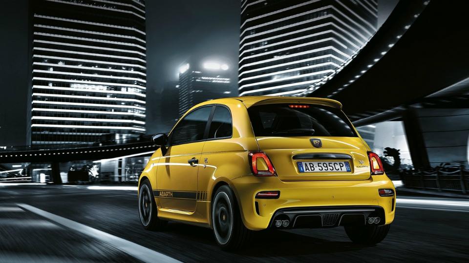 Итальянская марка обновила «заряженный» Fiat 500. Фото 1