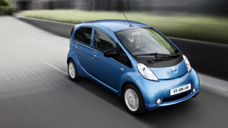 Peugeot и Citroen начали разработку глобальных электрокаров